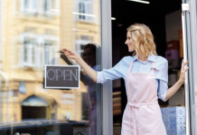 Ways a Hosted Phone System Can Help Small Businesses Succeed